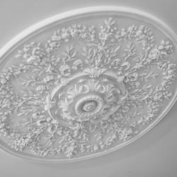 Rosone realizzato in gesso dai calchi originali della Braglia contract